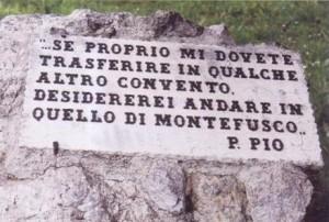 La lapide dedicata a San Pio nel convento di Montefusco