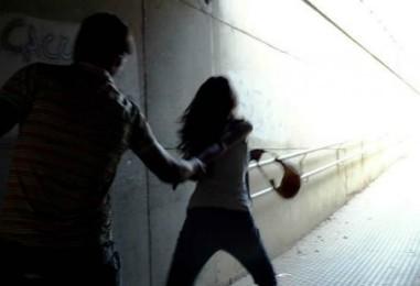 Minaccia di morte la compagna e la aggredisce: i raptus di gelosia di un 36enne