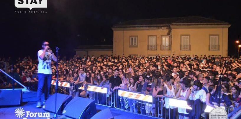 Coez infiamma il Teatro Gesualdo: stasera lo Stay prosegue con Malamente e Vinyl Gianpy