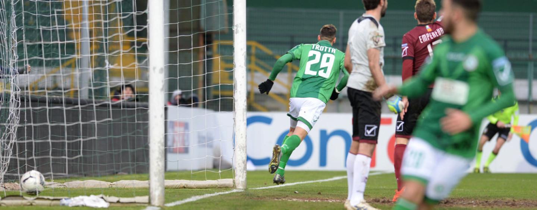 Trotta, è un dolce addio: l'Avellino mata la Salernitana nel derby. Rivivi il live