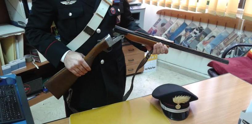 Detiene fucile e cartucce illegalmente, nei guai 45enne