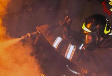 Bruciano i monti a Calitri, super lavoro dei vigili del fuoco