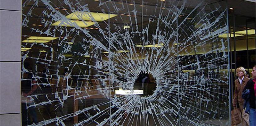 Vetrine dei negozi sfondate, ladri in azione a Benevento