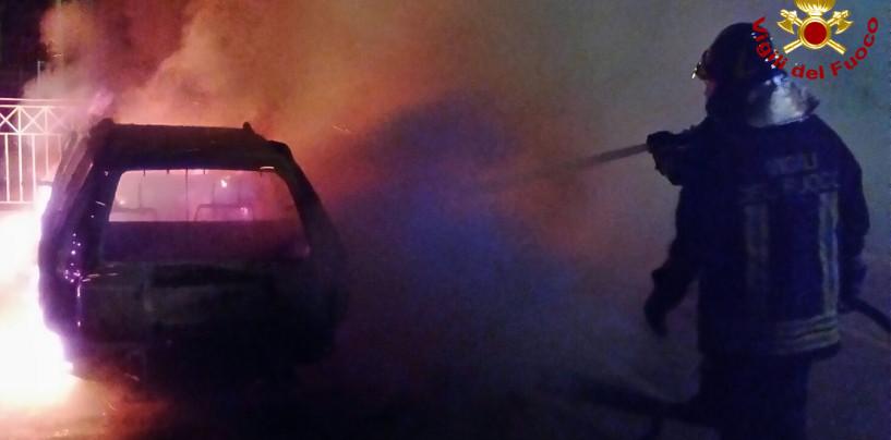 Auto in fiamme nella notte a Montoro: intervengono i Vdf
