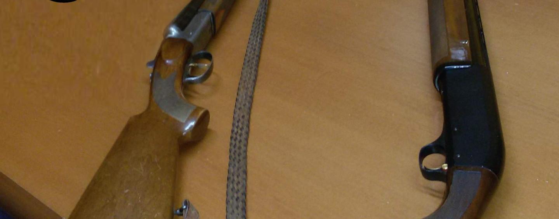 Detiene senza cautele due fucili: nei guai 60enne