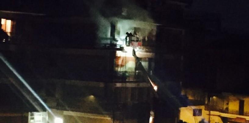 Paura ad Atripalda, balcone in fiamme dopo la mezzanotte