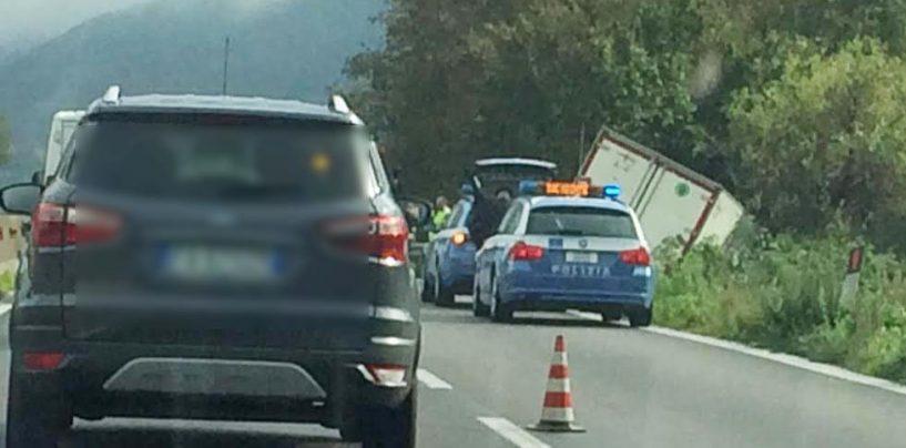 Raccordo Avellino-Salerno: scontro in galleria e il traffico si blocca