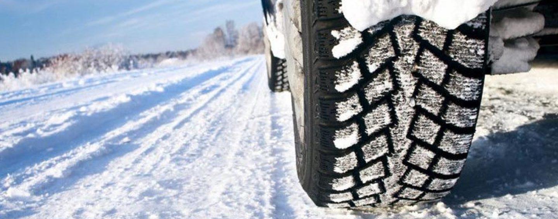 Catene a bordo o pneumatici invernali: dal 15 novembre scatta l'obbligo, ecco le strade interessate