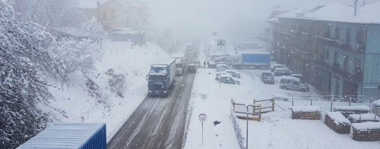 La Dama Bianca avvolge l'Irpinia: Ofantina bloccata, riapre l'A16