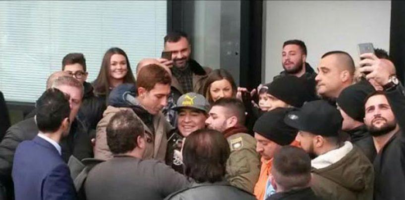 FOTONOTIZIA/ Maradona ad Avellino, fans scatenati per l'arrivo del Diez in Irpinia