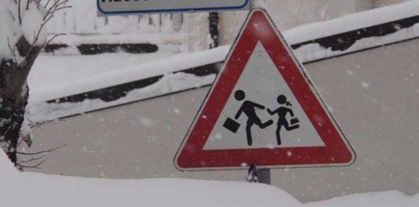 Permane l'emergenza neve, alcune scuole irpine chiuse anche domani