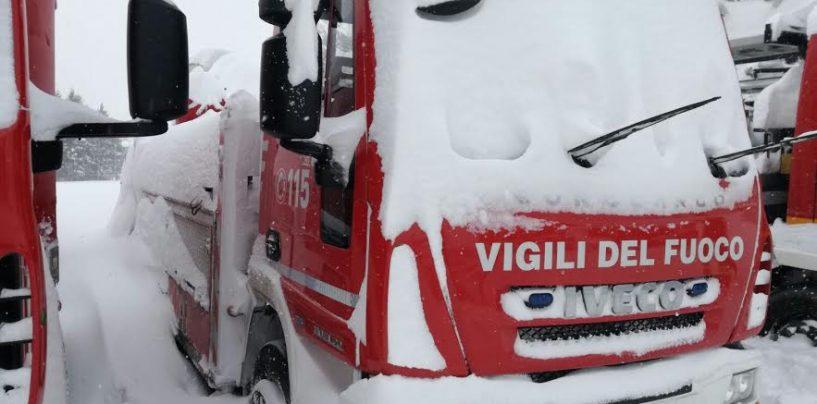 FOTO/ Terremoto, crolli ad Amatrice sotto la neve: Vdf di Avellino impegnati
