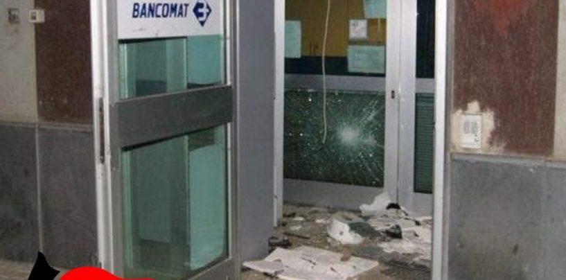 Tentano di far saltare il Bancomat, malviventi in fuga sorpresi dai Carabinieri