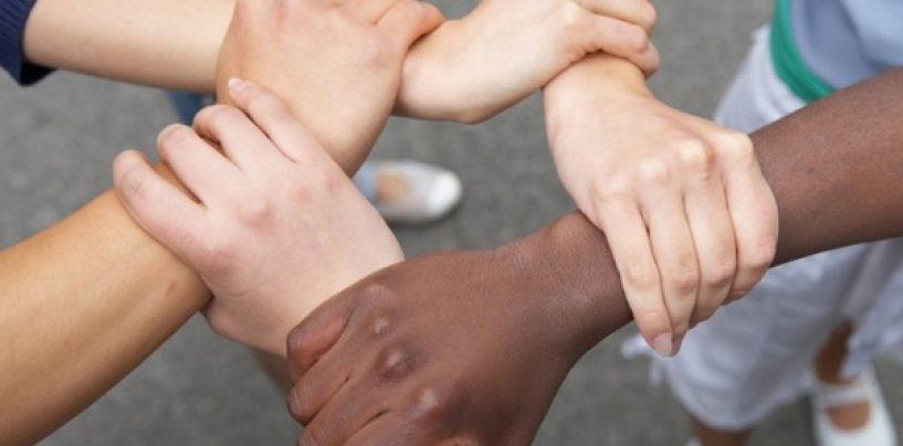 """""""Contro i neri e contro i gay"""": lì dove ad Avellino l'ignoranza diventa indegna"""