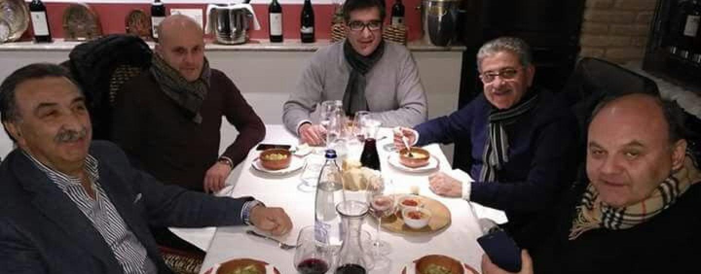 Cinque sindaci irpini a cena insieme: ecco perchè