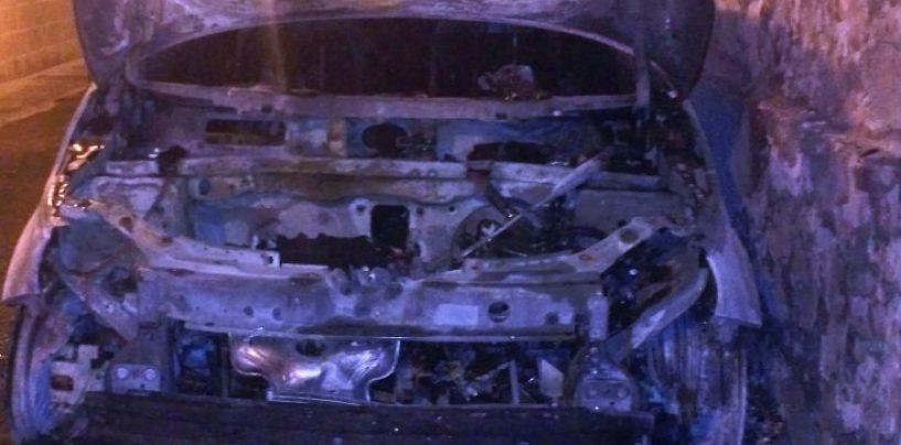 Cadavere carbonizzato in auto, potrebbe essere l'evaso di Bellizzi