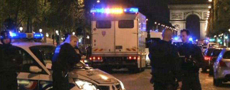Terrorismo: torna la paura in Francia, due morti agli Champs Elysees