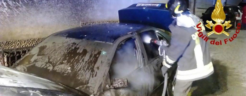 FOTO/ Giallo a Montoro, a fuoco un'altra auto nella notte