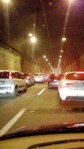 Il traffico subito dopo il tentativo di rapina