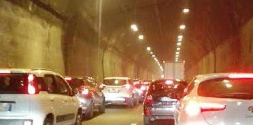 Tamponamento sul raccordo Avellino-Salerno: traffico in tilt per ore