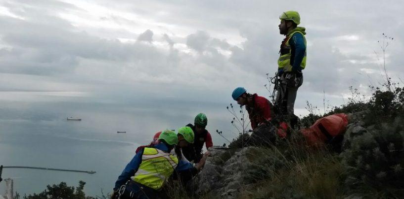 Donna cade in un sentiero in costiera Amalfitana, in atto le operazioni di soccorso