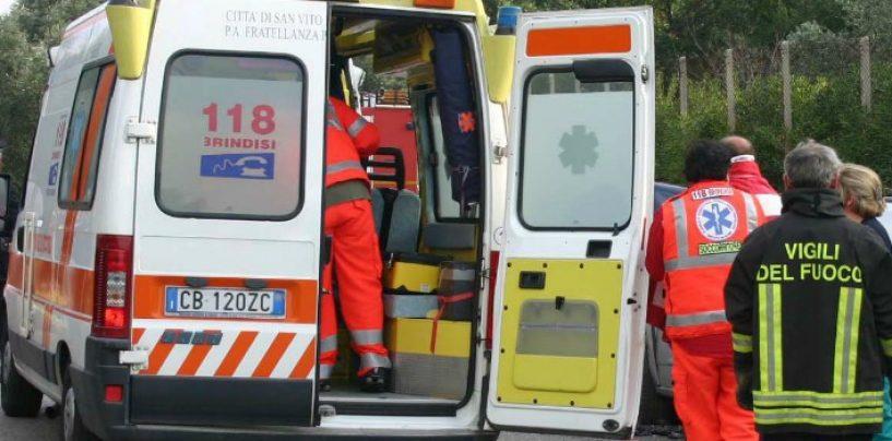 Incidente sul lavoro, due operai precipitano dall'elevatore di un palazzo