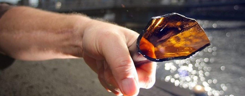 Le spacca in testa una bottiglia, 45enne denunciato dai Carabinieri