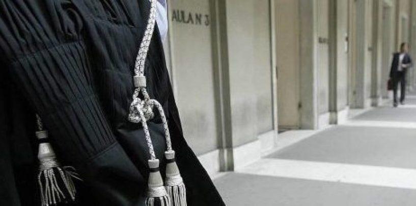 Approfittava del titolo di avvocato per truffare i clienti: denunciato un 45enne