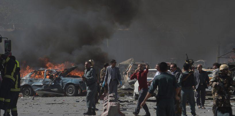 Strage a Kabul, autobomba provoca 90 morti. La Nato valuta l'impiego di contingente italiano