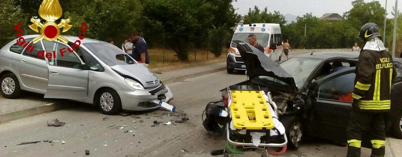 Violento incidente ad Avellino, i conducenti restano incastrati negli abitacoli
