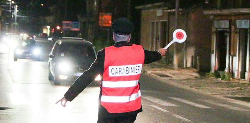 Non si ferma all'alt dei carabinieri, sbanda e si scontra con un'altra auto
