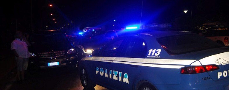 Napoli, manifestanti in strada: Piazza Plebiscito presidiata dalle forze dell'ordine