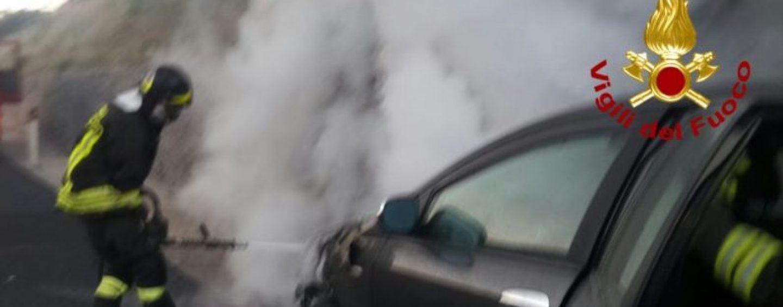 Incendio a Rotondi, in fiamme l'auto di un giovane