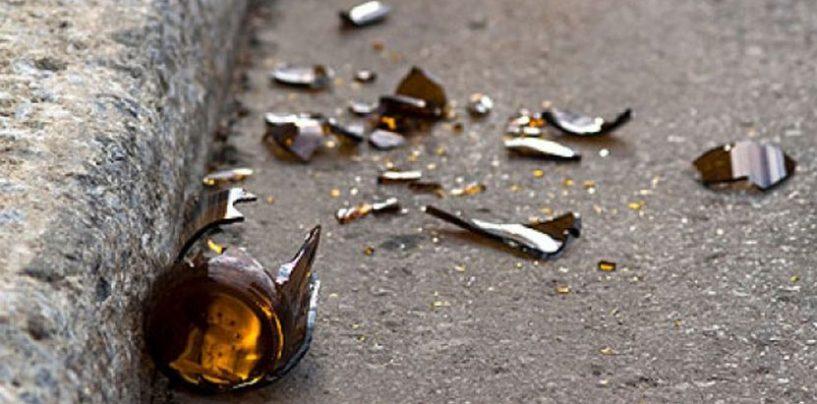Vendica il furto di scarpe ferendo il ladro con cocci di bottiglia, rissa tra profughi