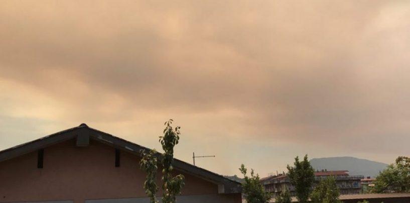 Ceneri dal Vesuvio, l'aria è irrespirabile: il Comune di Pratola Serra invita i cittadini a limitare le uscite
