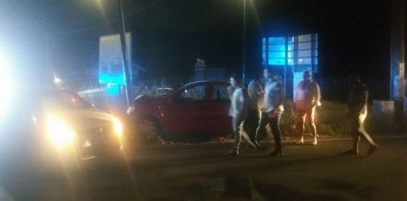 Incidente al bivio di Picarelli, auto contro un palo