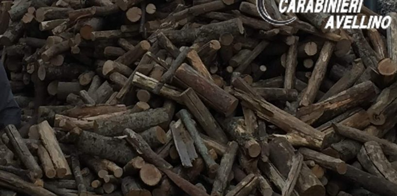 Montella, bloccano il traffico per depositare la legna nel proprio deposito