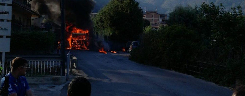 Panico a Monteforte, camion prende fuoco a via Rivarano
