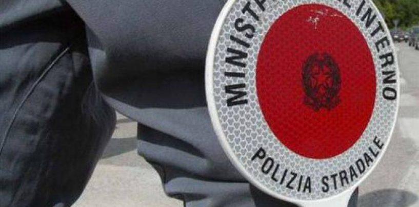 Maxi controlli della Stradale sull'A16: cinque le patenti ritirate