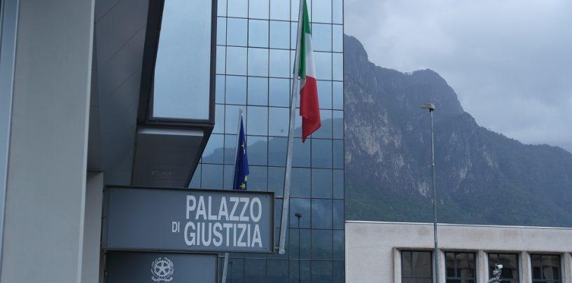 Bidello irpino a processo a Lecco: stalkerava studentesse con foto e messaggi hot