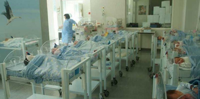 Scambio di neonati ad Avellino, madre allatta per due giorni figlia non sua
