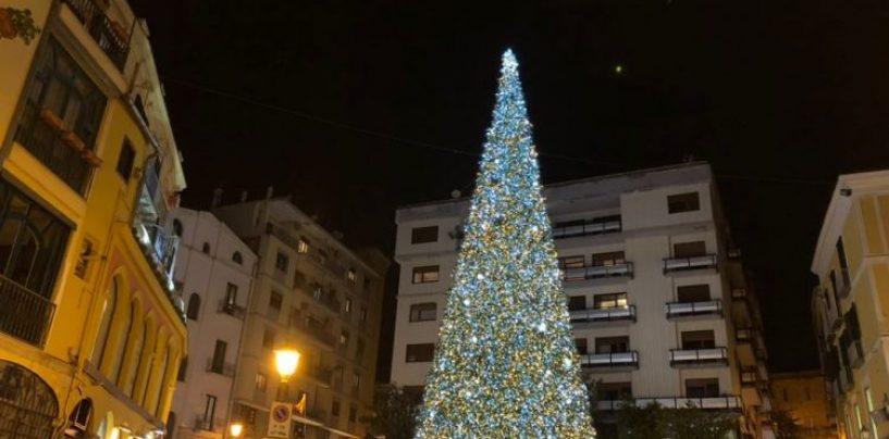 FOTO/ Si accende il Natale 2017, ecco i migliori alberi della Campania