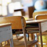 Video / Teggiano, non voleva indossare mascherina: professore schiaffeggia alunno