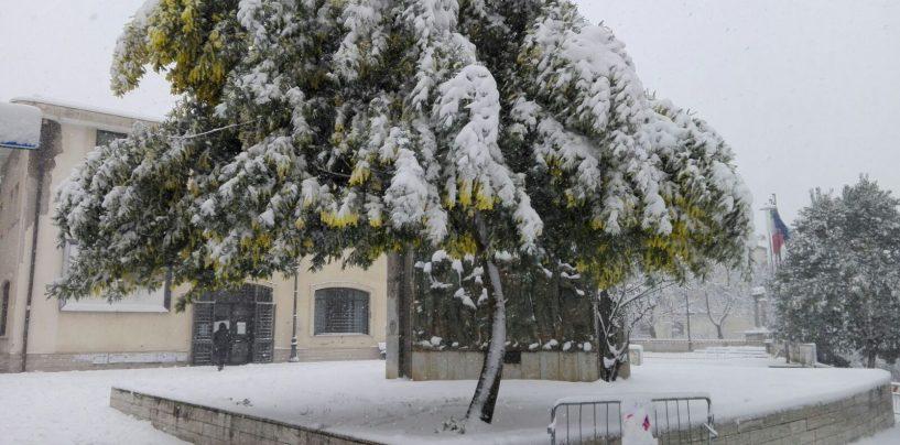 Emergenza neve, si prolunga la chiusura delle scuole in Irpinia
