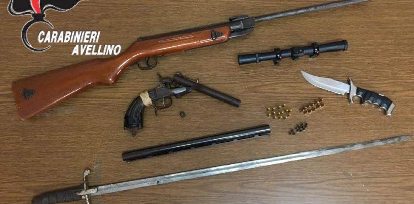 Spada, coltello e carabina detenuti illegalmente: nei guai 70enne