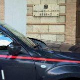 Litiga con la madre e la colpisce alla testa con un bastone, poi se la prende anche con i Carabinieri: arrestato