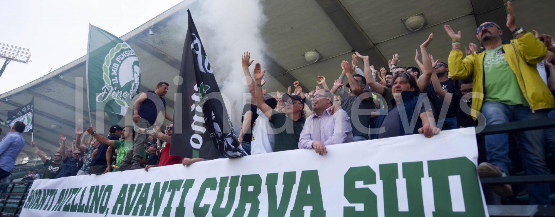 """La Curva Sud a De Cesare: """"Basta perdere tempo, vendi le due società separatamente"""""""