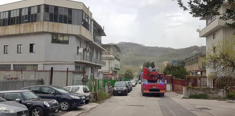 Paura a Solofra, silos di una conceria in fiamme
