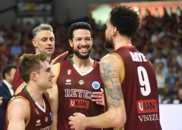 Venezia alza la Fiba Cup, argento per la Sidigas: la fotogallery della finale