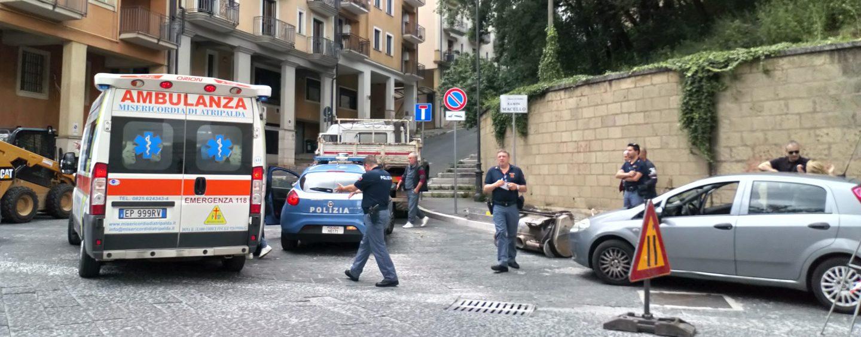 Ragazza picchiata dal compagno, arriva la Polizia. Indagini in corso